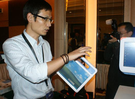 上海/2010上海医院信息网络大会的展示区内,微软的合作伙伴展示基于...