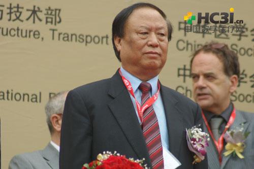 中国医院协会会长曹荣桂出席开幕式