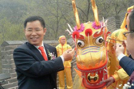 用友董事长王文京为巨龙点睛